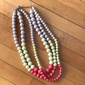 Jewelry - Pretty bead necklace!